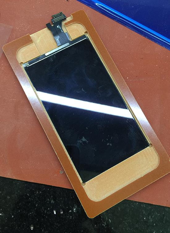 khuon em kinh man hinh iphone 5, 5c, 5s, 5se khong phan quang 2
