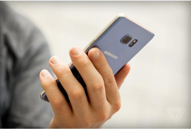 Samsung sẽ tiến hành thu hồi những chiếc Note 7 đã bán ra thị trường để khắc phục sự cố về pin trên sản phẩm. Ảnh: The Verge.